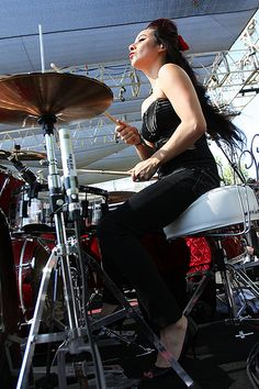 lux of nekromantix... female drum legend... drums in heels!!