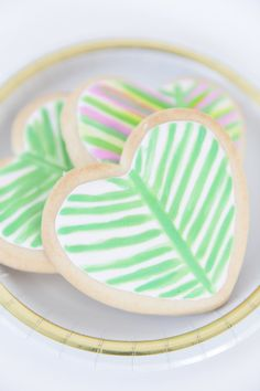 home decor vintage Heart Shaped Cookies, Heart Cookies, Fun Cookies, Decorated Cookies, Sugar Cookies, Cookie Decorating Icing, Egg Decorating, Baking Classes, Green Party