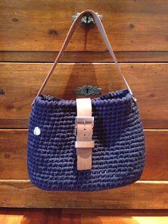 Borsa in fettuccia lanata blu accessori cuoio