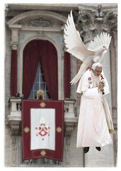 Ratzie is de kwezelarij in het Vaticaan moe en kan niet langer weerstaan aan de zoete lokroep van de tettenvogel. Tiet!