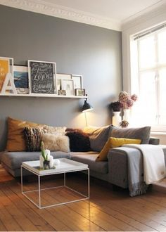 Poser ses cadres sur une étagère , décoration murale, wall decoration
