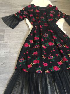 White Flower Girl Dresses, Lovely Dresses, Simple Dresses, Pakistani Dress Design, Pakistani Dresses, Indian Dresses, Abaya Fashion, Muslim Fashion, Fashion Dresses