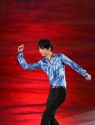 世界フィギュア団体戦エキシビションで演技する羽生=代々木第1体育館で2015年4月19日、小出洋平撮影