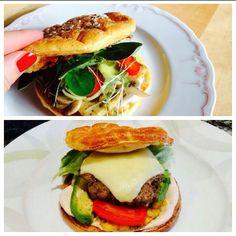 todays lunch  #oopsie Burger  Die Burgerbrötchen sind super einfach & schnell gemacht und schmecken sogar meinem Papa und Freund (was echt nicht leicht ist ) Rezept für 2 Burger: 2 Eiklar zu festem Schnee schlagen  1 Dotter mit 1-2 EL Magertopfen mixen  die Dotter/Topfen Masse nach belieben würzen (Salz Pfeffer Curcuma usw.) dann den Schnee unter die Masse heben  backen bis sie goldbraun sind und ev. noch Sesam/Haferflocken auf den Deckel streuen   #oopsie #burger #healthy #lowcarb #paleo…