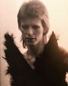 Bowie as the Angel of Death :: 1980 Floor Show Stone Age Man, David Bowie Fashion, The Bowie, Floor Show, Ziggy Played Guitar, David Bowie Ziggy, Aladdin Sane, The Thin White Duke, Pretty Star
