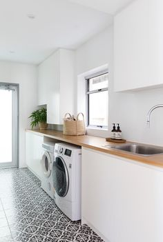 54 amazing diy laundry room storage shelves ideas 41 Best Picture For DIY Laundry pods For Your Taste You are looking for something, and it is going to tell you exactly what you are looking for, and y Laundry In Kitchen, Laundry Pods, Modern Laundry Rooms, Laundry Room Organization, Small Laundry, Laundry In Bathroom, Laundry Cupboard, Laundry Storage, Laundry Room Inspiration