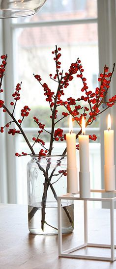 Simple and elegant holiday or winter wedding decor
