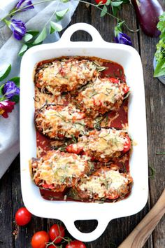 This low-carb baked stuffed Eggplant Parmesan is filled with beefy goodness and chunky tomatoes in marinara sauce, topped with crisp Parmesan Baked Eggplant, Eggplant Parmesan, Stuffed Eggplant, Egg Pie Recipe Filipino, Filipino Recipes, Ensaymada Recipe, Embutido Recipe, Sylvanas Recipe, Pork Meat