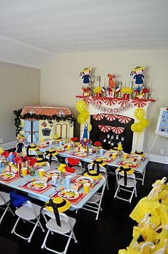Adorable Madeline in Paris birthday party - what a great set-up! #kidsparty