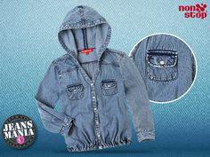 Esta #Jeansmanía que no falte en tu guardarropa una chamarra #NonStop con hoodie y resorte en cintura, ¡un estilo muy original!