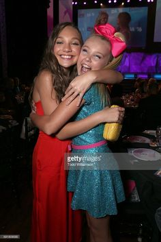 Maddie Ziegler and JoJo Siwa attend thre 2016 Industry Dance Awards... News Photo | Getty Images
