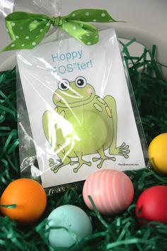 EOS Lip Balm Easter Gifts.  Free Easter Printables.  Makes a great addition to an easter basket or a gift to your grandchild! theidearoom.net