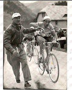 1958 CICLISMO GIRO D'ITALIA 18^ Tappa - Rifornimento di Fausto COPPI *Foto