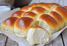 Hawaiian Sweet Rolls are perfectly sweet and tender. These fluffy homemade rolls are infused with pineapple juice and the recipe is better than Kings brand Cooking Bread, Bread Baking, Halloumi Burger, Quick Dinner Rolls, Hawaiian Sweet Rolls, Homemade Rolls, Pita, Good Food, Yummy Food
