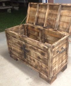 Pallet chest for JT's room!