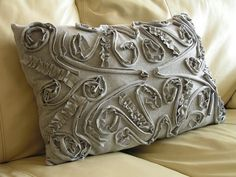 This pillow is made from a T-shirt. Amazing. Tutorial.