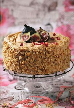 WORTELKOEK met bietjie kakao in die roomkaasversiersel uit Wenresepte 2 Baking Recipes, Cake Recipes, Dessert Recipes, Baking Ideas, Kos, South African Desserts, Ma Baker, Big Cakes, Pudding Cake