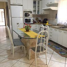 Cozinha limpa e organizada   Foco é importante na realização de qualquer tarefa e na vida em geral. Pense nisso!!! . Excelente tarde pra nós  . . . #decasalimpa #boatarde #foco #donadecasa #cozinha #cozinhaorganizada #kitchen #vidadedonadecasa #home #casaorganizada #vidareal #cozinhaplim #lardocelar