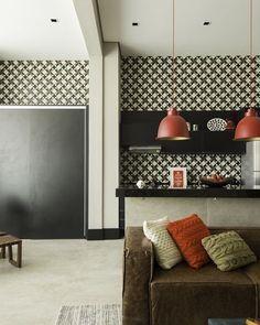 Nós AMAMOS lofts!  O amplo espaço pode ser preenchido com váários elementos fofinhos como as almofadas coloridas os pendentes tapetes e mesinhas. O resultado fica lindo não acham?  #decore #bomdiaa #inspiração #interiordesign #inspiration #homedesign #homesweethome #home #decoracao #happy #livingroom #estampas #arquiteturadeinteriores #almofadas #quadros #moblybr #moveisplanejados #mobly #design #magnifique #love #loftdecor #loft