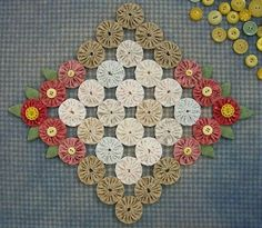 Knot Garden: Sewing and Quilting Quilting Projects, Craft Projects, Sewing Projects, Fabric Crafts, Sewing Crafts, Yo Yo Quilt, Penny Rugs, Small Quilts, Fabric Flowers