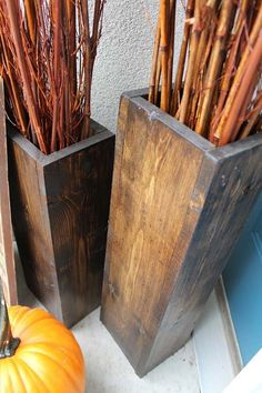 Wooden Vases | DIY Pallet Projects For Fall by Pioneer Settler at http://pioneersettler.com/pallet-project-ideas-fall/