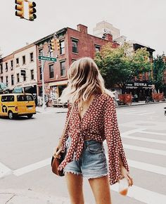 Mode, Stil und Outfit-Image fashion, style, and outfit image Mode, Stil und Outfit-Image Source by brkicem Cute Summer Outfits, Spring Outfits, Trendy Outfits, Fashion Outfits, Europe Outfits Summer, Fashion Ideas, Cute Summer Clothes, Denim Shorts Outfit Summer, Shorts Ootd