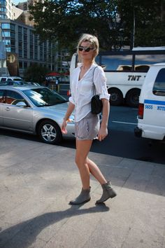 shorts+shirt+ankle boots