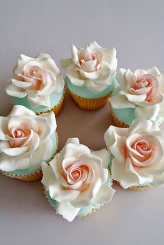 Flower Wedding Cupcakes That Look Like Real Flowers ❤ See more: http://www.weddingforward.com/flower-wedding-cupcakes/ #weddings
