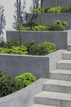 Modern Landscape Essentials ~ Bless My Weeds Garden Retaining Wall, Landscaping Retaining Walls, Sloped Garden, Modern Backyard, Modern Landscaping, Backyard Landscaping, Garden Stairs, Terrace Garden, Garden Oasis
