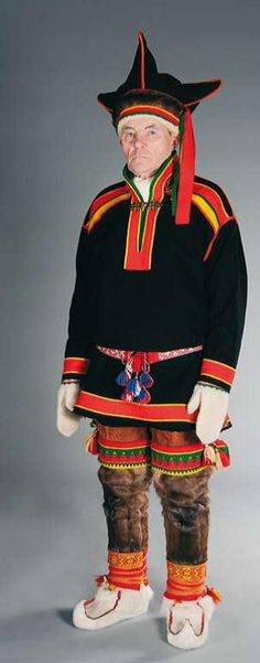 Inarinsaamelainen puku | Sámi Duodji ry Nomad Clothing, Folk Clothing, Folk Fashion, Ethnic Fashion, Folk Costume, Costumes, Lappland, Folklore, Finland
