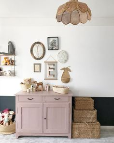 Childerns bedroom with half-half white and blue wall, pink storage and rattan baskets. Photo / home-owner: Pauline Mellinger Childerns bedroom with half-half white and blue wall, pink storage and rattan baskets. Photo / home-owner: Pauline Mellinger Kids Room Inspiration, Room, Interior, Family Dining Rooms, French Country Bedrooms, My Scandinavian Home, Room Inspiration, Kids Interior, Room Decor