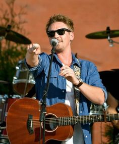 """""""I wanna thank everyone who came out to support my charity @EasternIowaArts concert yesterday. What an amazing day.""""  https://twitter.com/RileySmith/status/749404183485292544"""
