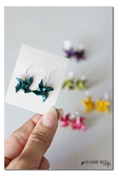 How to Make Clay Pinwheel Earrings ~ these are so simple and cute, a perfect summer craft!! Sugar Bee Crafts