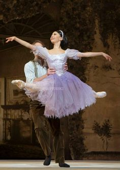 Yuhui Choe as Alice and Nehemiah Kish as Jack in the Royal Ballet's Alice's Adventures in Wonderland by Christopher Wheeldon. Photo by Andre Uspenski Tutu Costumes, Ballet Costumes, Carnival Costumes, Bolshoi Ballet, Ballet Tutu, Ballet Dancers, Ballet Pictures, Dance Pictures, Contemporary Dance