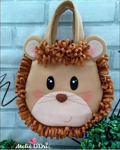 Diy Arts And Crafts, Felt Crafts, Crafts For Kids, Fabric Bags, Fabric Scraps, Sewing Crafts, Sewing Projects, Cartoon Bag, Doll Carrier