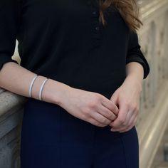 formschöner Armreif von d'argento , der jedes Outfit zum Glänzen bringt