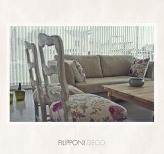 Sillas restauradas + sillón + mesa