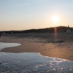 Sunset on the beach)