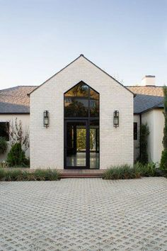 Trendy Farmhouse Exterior Home Design Ideas Katydidandkid brings Modern Farmhouse Decor to you in a fresh ways. You'll like its mix of fresh tones, galvanized steel, as well as also thorough appearances. Design Exterior, Black Exterior, Exterior Trim, Exterior Stairs, Cafe Exterior, Home Styles Exterior, Exterior Homes, Modern Farmhouse Exterior, Modern Farmhouse Decor
