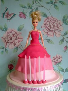 How cute. Barbie Cake