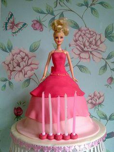 How cute. Barbie Cake