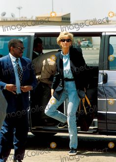 """C/n 024981 1-13-1997 Visit to Angola with Red Cross """" Statemant to Explain Purpose of Visit """" Princess Diana Photo by: Dave Chancellor-alpha-Globe Photos Inc"""