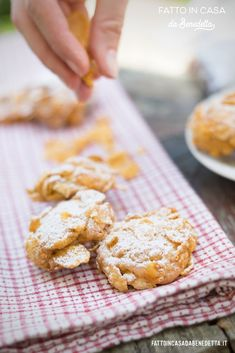 Corn Flakes, Cereal Cookies, Italian Desserts, Strudel, Latte, Cravings, Biscuits, Deserts, Popup