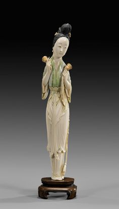 ANTIQUE CHINESE CARVED IVORY BEAUTY