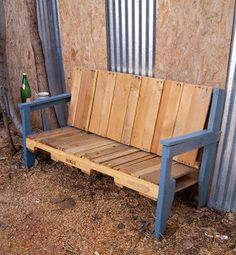 Love this pallet wood bench