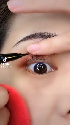 Eyeliner Looks, No Eyeliner Makeup, Eyeliner Tutorial, Aesthetic Pastel Wallpaper, Make Up, Batman, Beauty, Funny, Eye Liner