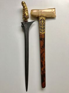 Balinese Tattoo, Damascus Sword, Ancient Artefacts, Javanese, Swords And Daggers, War Machine, Blacksmithing, Wands, Warriors