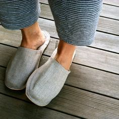 "Breathable linen and luxe leather bottom's make these slippers perfect for cruising around the house. Simple, functional, and comfortable, the sizing is unisex, M or L. medium: 28cm /11"" large: 29cm /"