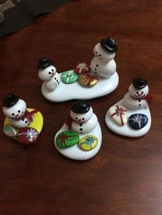 Try these Cute Christmas Rock Painting ideas for Kids - crafting projects and . - Try these Cute Christmas Rock Painting ideas for Kids – crafting projects and ideas - Stone Crafts, Rock Crafts, Diy Crafts, Decor Crafts, Snowman Crafts, Holiday Crafts, Christmas Rock, Kids Christmas, Christmas Pebble Art