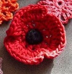 knit a poppy for Rememberance Day   11 November 2012